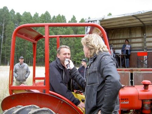 En av männen bakom arragenmanget Kenneth Malm intervjuas av Hasse Pettersson