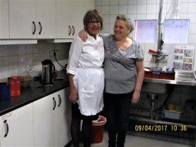 Personal i köket.(Kan ej namnet på damen i vitt hon till höger är Carina