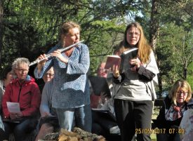 Mariette Lagg spelar flöjt, Hannah Klint Idegran sjunger